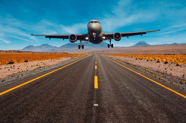 Lietadlo vzlieta zo vzletovej dráhy.jpg