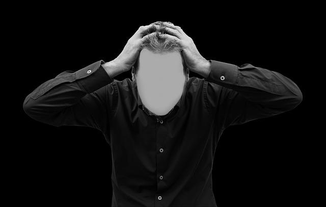 Muž bez tváre, ktorý sa drží za hlavu