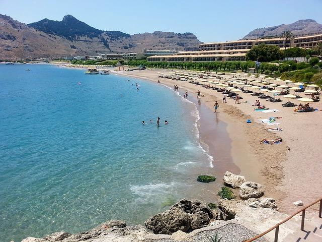 Grécky ostrov Rodos, kúpajúci sa ľudia