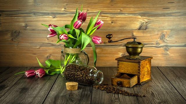 mlynček na kávu retro.jpg