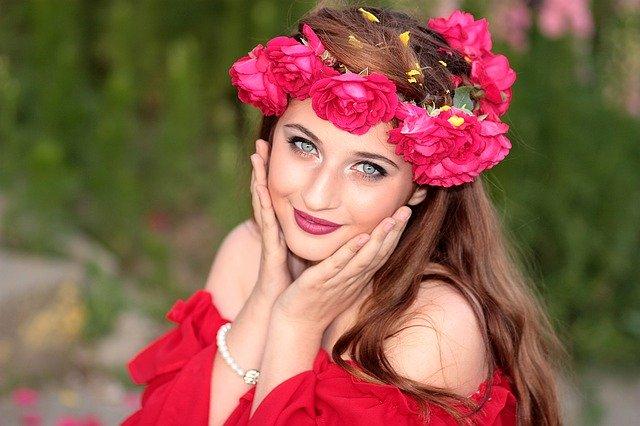 žena s kvetinovým vencom.jpg