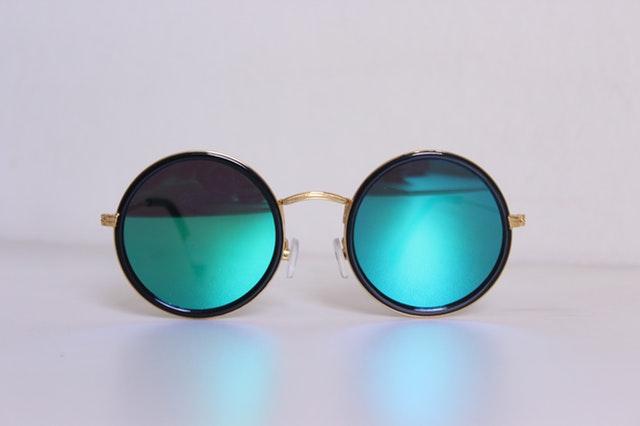 Slnečné okuliare s modrými sklami.jpg