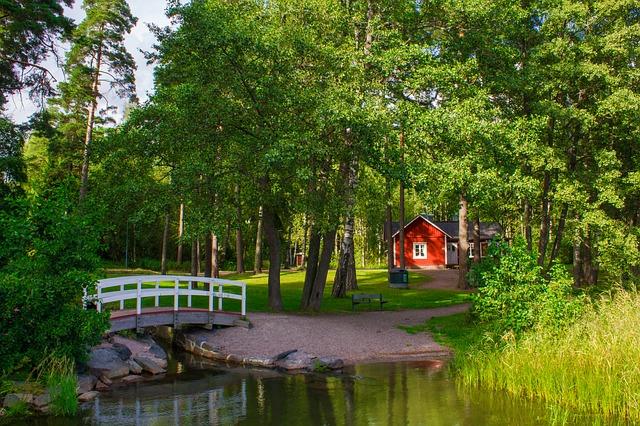 Malý domček uprostred lesa.jpg